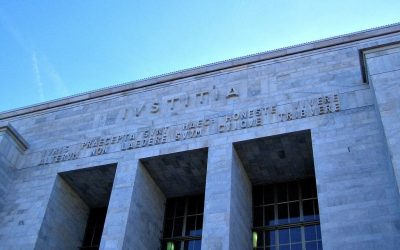 E' In Corso Il Sit-In Davanti Al Tribunale Di Milano