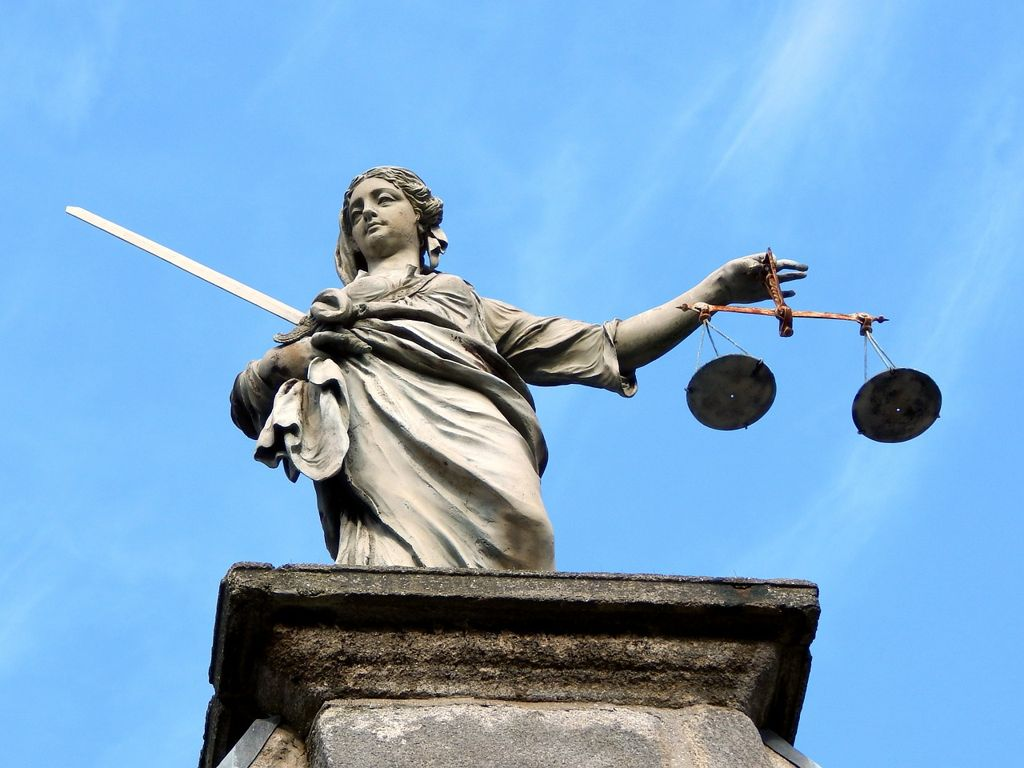 Giustizia Civile: 1 Su 2 La Boccia